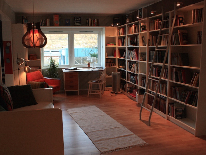 bed-and-books-library-writershome-002810029
